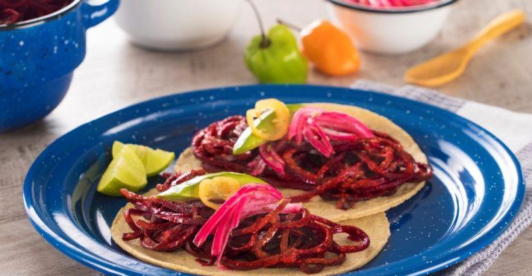 """Tacos de """"cochinita"""" de Betabel"""